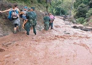 Tragédia em Santa Catarina - Número de mortos passa de 65