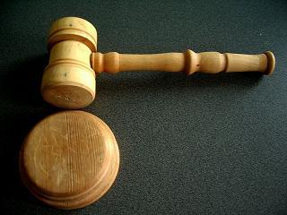 Jurado usa Twitter em tribunal e causa polêmica